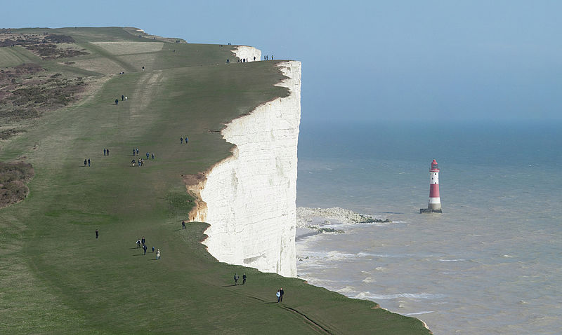 800px-beachy_head_and_lighthouse_east_sussex_england_-_april_2010_crop_horizon_corrected